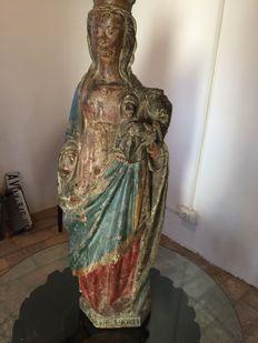 Large wooden statue representing the Virgin with Child - French School - 15th century
