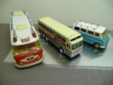 STF, China/Suzuki & Edwards, Japan - L. 19-40 cm - Lot de 3 Autobus en tole avec friction, années 60/80