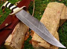 Beautiful XL Damascus Steel Handmade Hunting Knife- 40.5 CM Mega Hunter -  Hand Stitched Leather Sheath