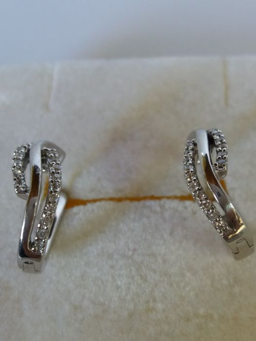 Creole earrings with brilliant cut diamonds, 0.20 ct, colour H, clarity VS