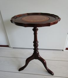 English round side table with a top laid-in with red-brown leather