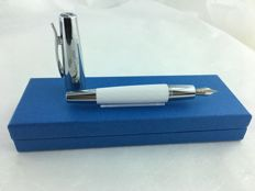 Faber Castell fountain pen with pen Medium point. In mint condition.