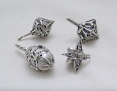 A collection of 4 silver spinning tops or dreidels for Hannukah - filigree - Israel - circa 1940