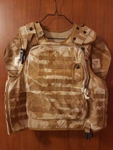 Great and rare British Cover Body Armor OSPREY, DPM DESERT MKII + SHOULDER PAD OSPREY DPM DESERT MK II RIGHT AND LEFT YEAR 2006 , used and actually worn by a soldier in Afghanistan and Iraq.