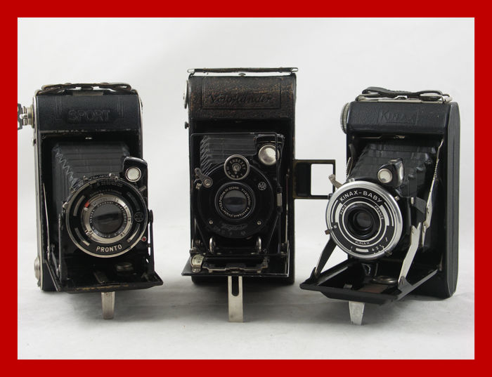 3 pieces bellows cameras a Voigtlander, Veca Sport and a Kinax Baby