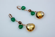 Dangle earrings in 18 kt rose gold with citrine quartz and green chrysoprase droplets