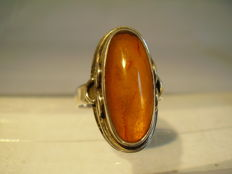 Signed Art Deco ring with a natural amber weighing 6 ct, signed Louis Vausch, Berlin