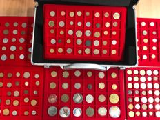 World - Batch of various coins and medals, including antique (261 pieces) in 6 coin holders + coin coffer, including silver