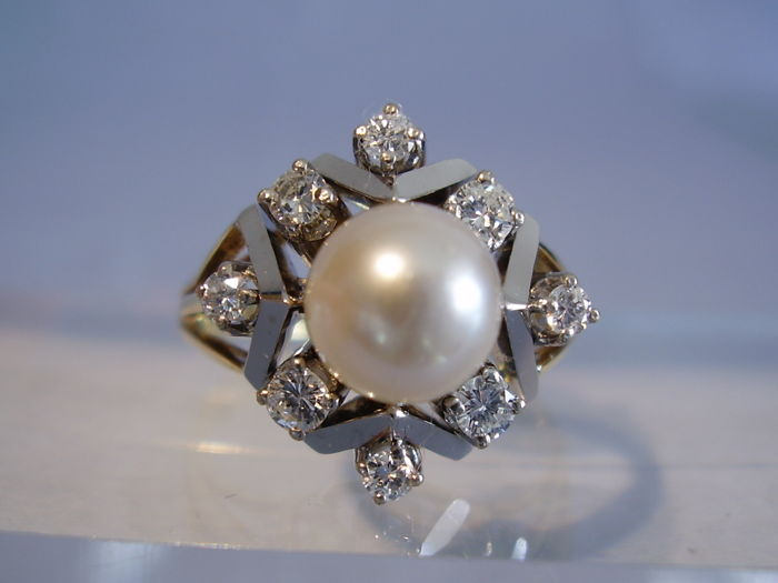 Heavy 14 kt Art Deco gold ring with large genuine Akoya pearl of 3 ct and 0.42 ct of diamonds