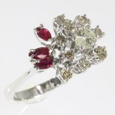 Dazling ring with diamonds and rubies