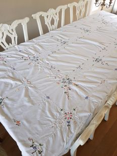 Vintage large embroidered cut work tablecloth. No reserve price. Reasonable shipping costs.
