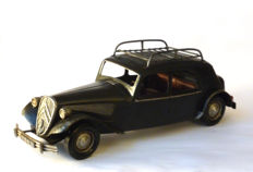 Citroen Traction 15 Six D type - scale model