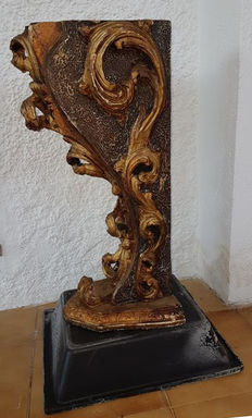 Wood corbel with gilt 20th century