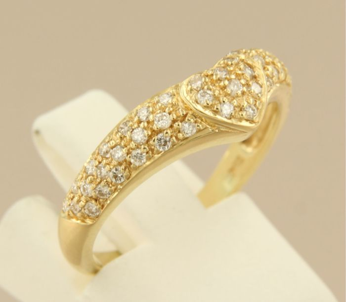 18 kt yellow gold ring set with 47 brilliant cut diamonds with a total of 0.50 ct, ring size 17 (53)