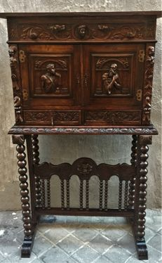 Bargueño desk in walnut with interior drawers with carved doors in Renaissance style - Spain - end of 19th century