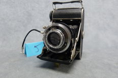 Balda-Baldax folding camera, shutter speeds from T-B-1 to 250 sec. Lens is a Meyer-Görlitz nº 950490 - Trioplan 1.2.9/75 mm. Bellows are light-tight. This camera has been used at the time, but is in good condition.