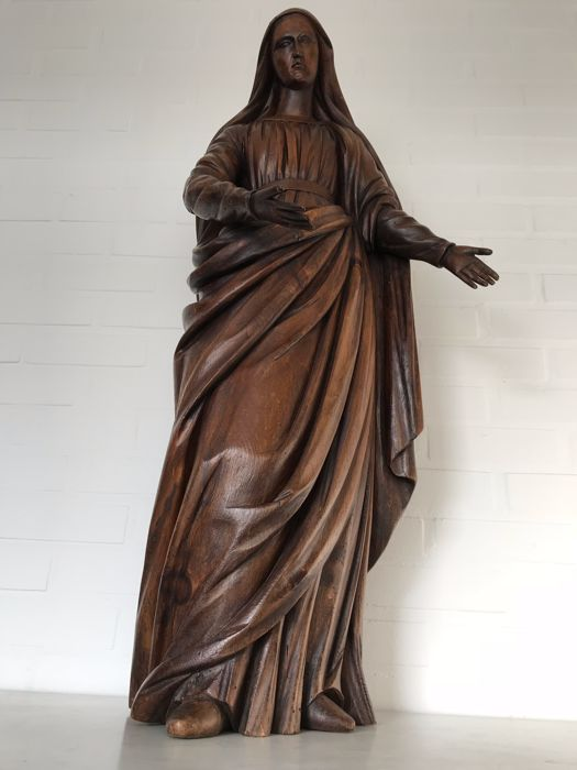 Very large walnut sculpture of a female figure - presumably Mary - 2nd half of the 19th century