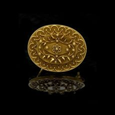 GOLD PIN 19.2 kt - oval pin in yellow gold 800 of 19.2kt 7.31 g decorated with filigree craft of floral and vegetable motifs.
