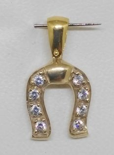 Horse shoe pendant of 18 kt yellow gold with zirconias