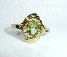 Ring made of 14 kt / 585 with a natural peridot of approx. 0.70 ct, ring size 56-57, no reserve price