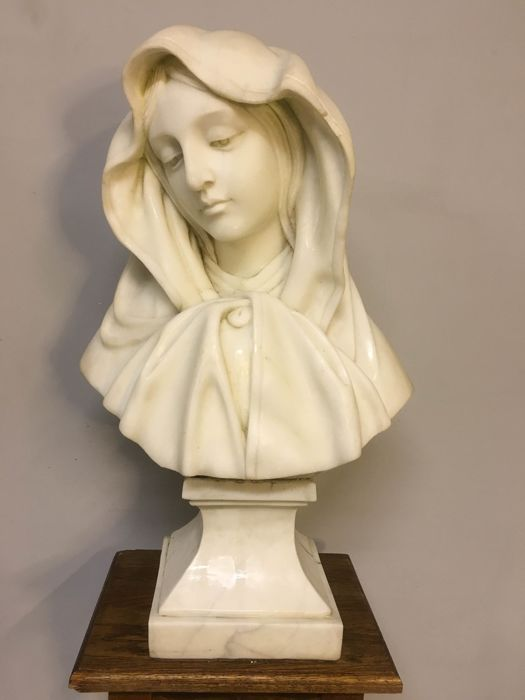 Madonna - marble - Italy - first half of 20th century.