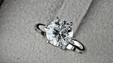 2.00 ct  round diamond ring made of 14 kt white gold  ***NO RESERVE PRICE***