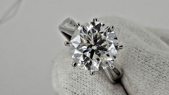 3.77  ct round diamond ring made of 14 kt white gold - size 6