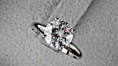 2.01 ct  round diamond ring made of 14 kt white gold - size 7