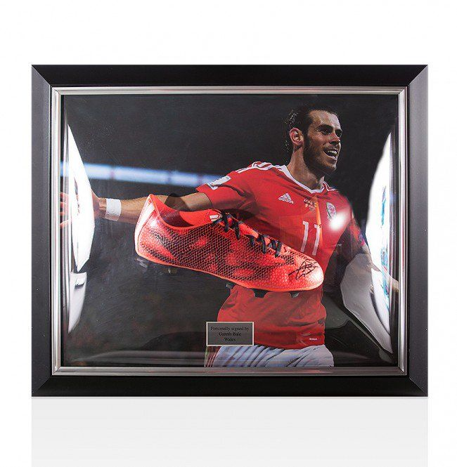 1b6e25697d83 Gareth Bale   Wales Euro 2016 Hero - Beautiful Signed Football Boot in 3D  Dome Display