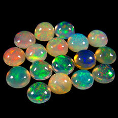 Lot Of 20  Pin Fire White Opal With Rainbow Flash - 4  mm Approx - 4.20 Ct (20)