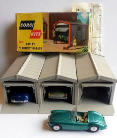 Corgi Toys - Scale 1/43 - Lot of 3 garages : No.601 and 3 cars No.302, 222 and 205M