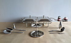 8 silver-plated party table accessories: large 2-burner portable stove with dishes, 2 étageres and 4 x point fillet serving cutlery