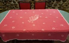 Square handmade tablecloth for 4 people embroidered and with lace - 145 x 145 cm - without reservation