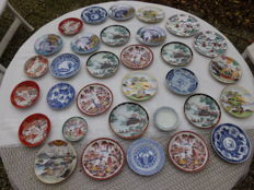 Lot of 32 Chinese dishes/plates - Japan/China - 2nd half 20th century