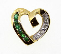 Vintage 9K Yellow Gold Heart Pendant With Emerald (0.12 CT Total) and Diamonds (0.05 CT Total) Circa.1970's