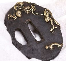 Wakizashi koshirae with Dragon tsuba and crushed shell saya - Japan - 18th/19th (Edo period)