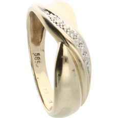 14 kt. Yellow gold band ring set with a brilliant cut diamond of approx. 0.01 ct. in a white gold setting - Ring size: 16.75 mm