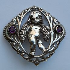 Art Nouveau - Silver brooch with putti and amethysts