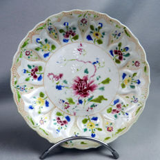 Porcelain plate with relief molded pattern - China - circa 1730 ( Yongzheng period )