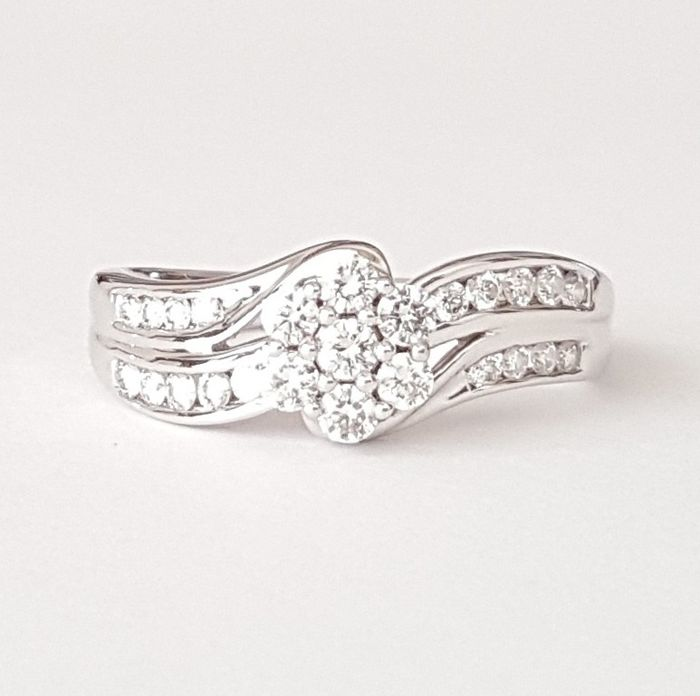 Rosette ring in 18 kt white gold with 25 diamonds of 0.63 ct - Size: 17.4 mm 15/55 (EU)
