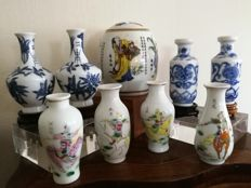 Group of porcelain miniatures: 8 Chinese miniature vases and 1 porcelain pot - China - Late 20th century
