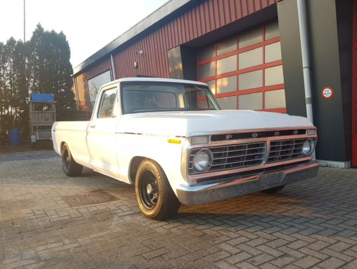 Ford F100 - 1973- 360 V8 - pick up truck