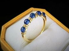 New ring made in Spain with 5 sapphires totalling 1.50 carats and 14 kt gold - 18.5 mm in diameter