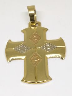 Three-tone18 kt (750) gold cross.