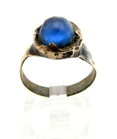 Late Medieval - Tudor Ring with Blue Stone - WEARABLE GIFT & GIFT BAG - 18 mm