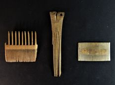 Lot of three Medieval combs one of wood and two of bone - 85 mm / 173 mm / 85 mm (3)