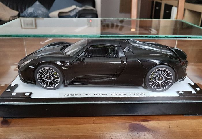 Welly - Porsche Museum - Scale 1/18 - Porsche Spyder 918 with LED lighting - Black