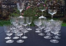 Saint Denis, Antique set of 26 pieces in very light cut and chiselled crystal