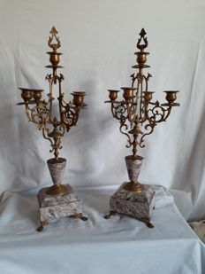 Lot of two brass/bronze candlesticks on a marble stand for 5 candles with candle snuffer - France - early last century