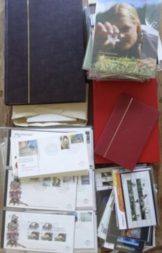 World - Collection stamps, mainly from the Netherlands, year collections, FDCs, PTT folders, in 4 albums and loose